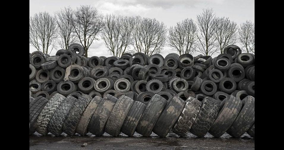 4. Paul prova que pneus empilhados também podem ser agradáveis à visão