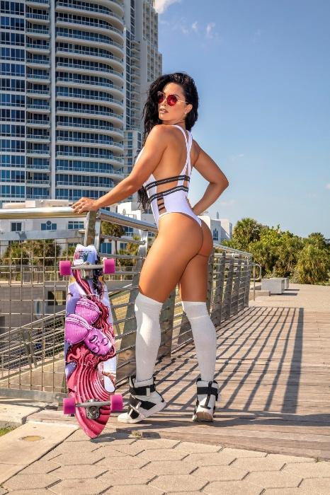 11.jul.2018 - Ex bailarina do Faustão, Fernanda D'avila mostrou que está em ótima forma em um ensaio realizado em Miami. A gata mostrou suas curvas e exibiu um bumbum pra lá de sarado