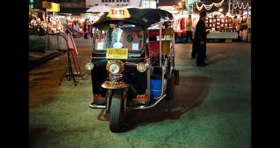 12. Na Tailândia também são usados Tuc-Tucs
