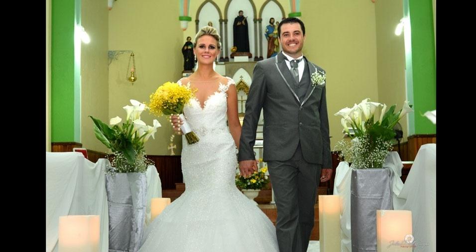 Os noivos Vanessa e Denilson casaram-se no dia 19 de dezembro de 2015, em Roque Gonzales (RS)