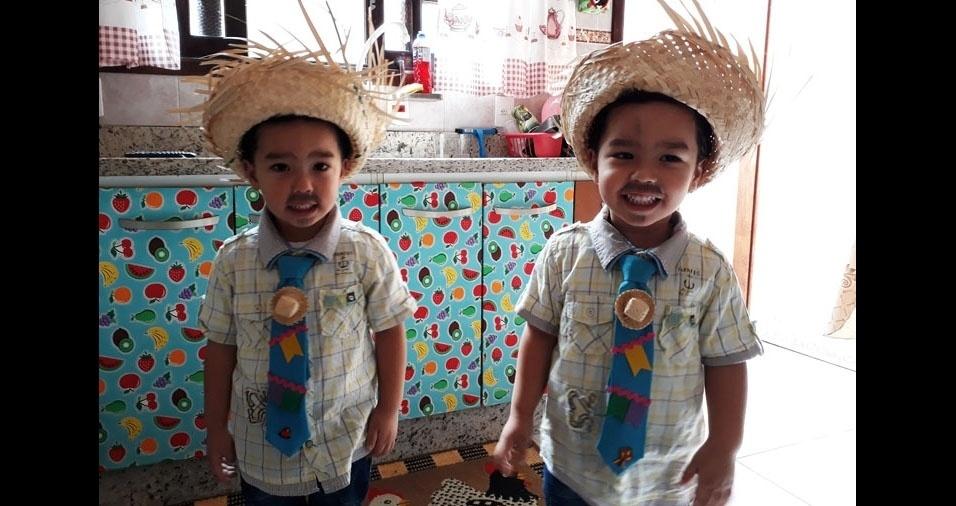 Yara Sampaio Silva Tanabe enviou foto dos filhos gêmeos Davi Yoshio e Gabriel Akio, de Mogi das Cruzes (SP)