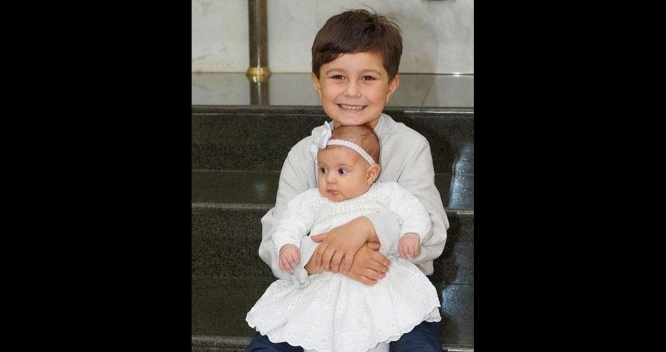 Homenagem em dose dupla: O papai Juino Cesar Terassi, de Sertanópolis (PR), compartilhou foto dos filhos Miguel e Lavínia