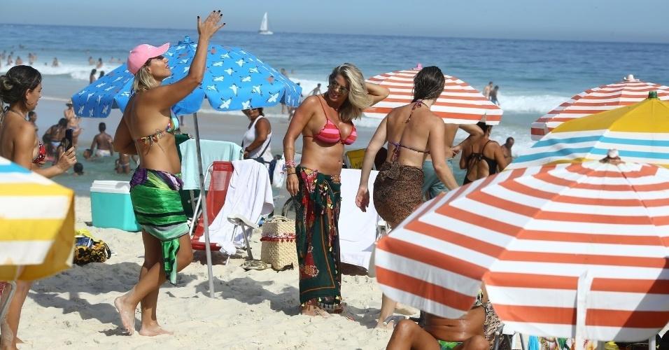 5.mar.2017 - Karina Bacchi foi clicada de biquíni curtindo uma tarde de sol no Rio de Janeiro