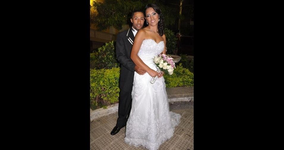 Rosilene Nascimento Ferreira e Roberto Alves Silva trocaram alianças no dia 12 de maio de 2012, em Santa Maria de Itabira (MG)