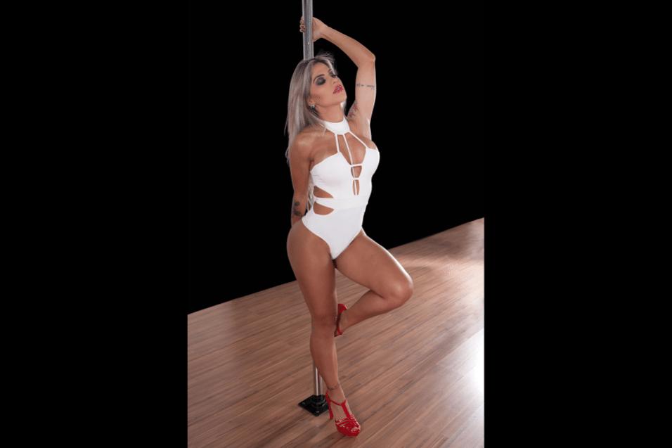 """27.jun.2017 - A campeã do """"BBB14"""" revelou que ficou fascinada pelo pole dance após uma apresentação do grupo Cirque du Soleil. """"Tinha uma coreografia linda no pole, sai dali encantada"""", contou Vanessa Mesquita"""