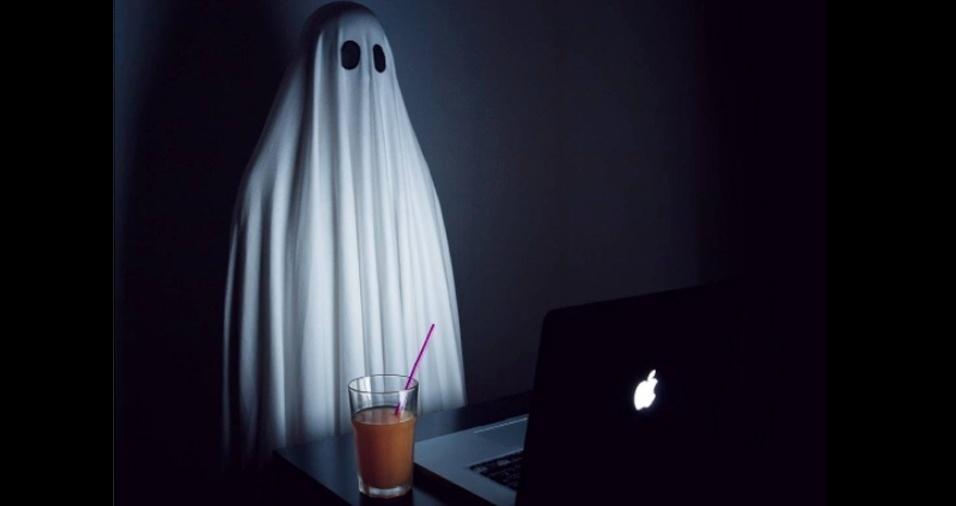 25. Gastando horas na frente do computador, feito um fantasma