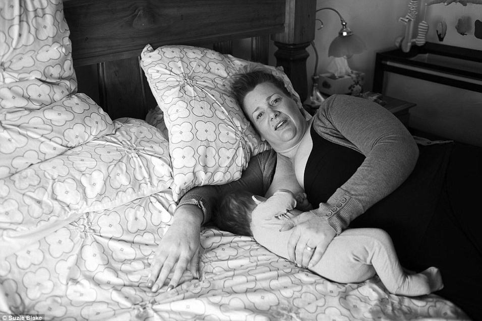 17.nov.2015 - Diversas mães aderiram ao projeto, que mostra a beleza por trás de um ato difícil e único