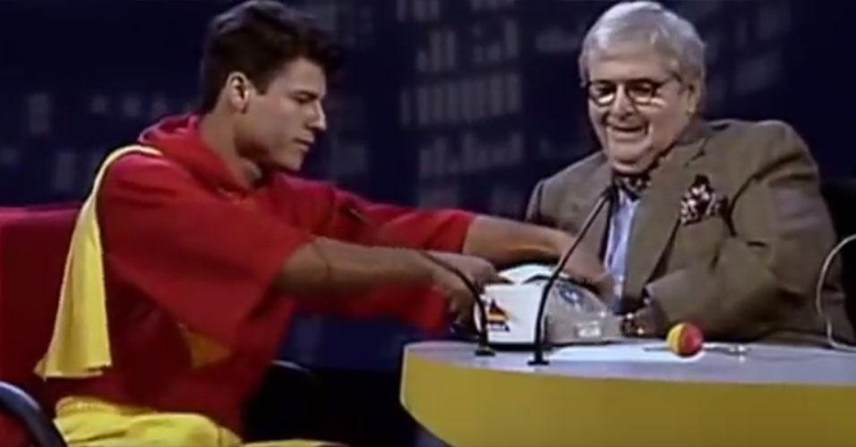 """A primeira aparição da banda em um programa no horário nobre da TV foi no """"Jô Soares Onze e Meia"""", do SBT. """"Eles fazem rock com muito humor"""", anunciava o apresentador, em maio de 1995. Dois meses depois, o grupo já estava estourando nas paradas de sucesso e sua participação ao vivo na TV foi motivo de disputa entre todas as emissoras, principalmente SBT e Globo"""