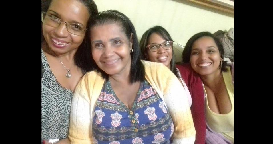 Mara, Selma e Jucimara com a mamãe Analice, de Taboão da Serra (SP)
