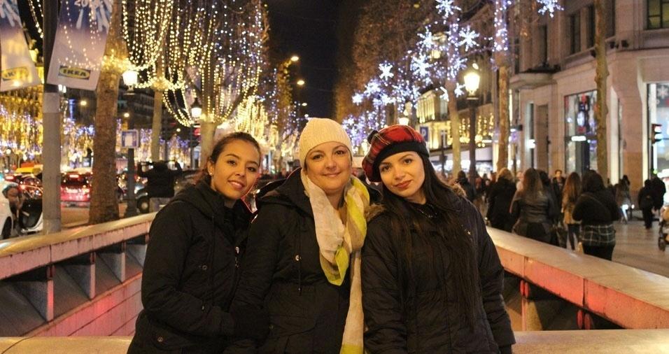 Mariluci Amorim com as filhas Fabiana e Mariana, de Caarapó (MS)