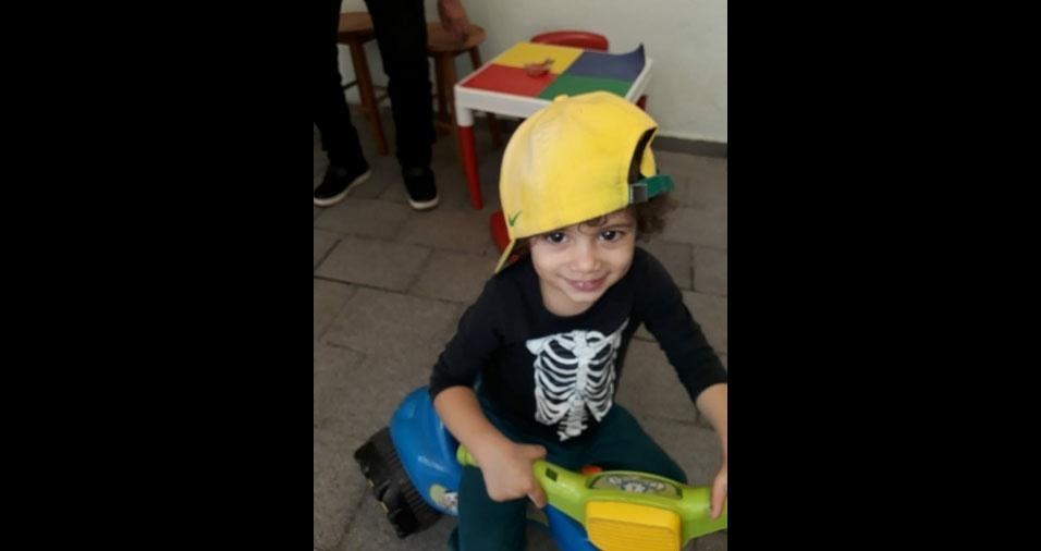 """Raul é filho do Lucas Borodinas Costa, de São Paulo (SP): """"Uma criança muito feliz e especial, minha razão de viver!"""""""