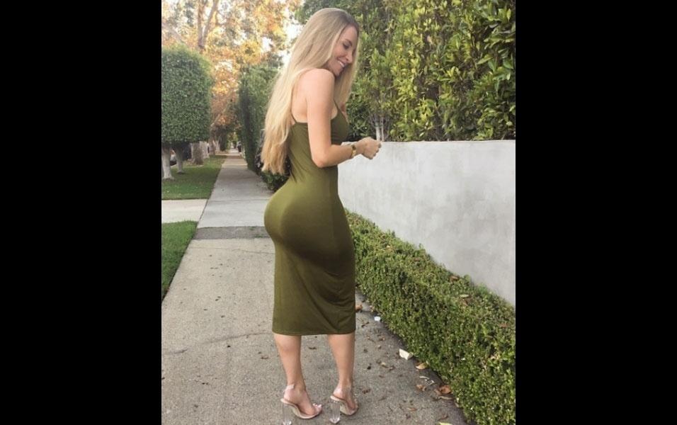 9.out.2016 - Amanda Lee fatura milhões anunciando roupas, biquínis e produtos fitness em sua conta no Instagram