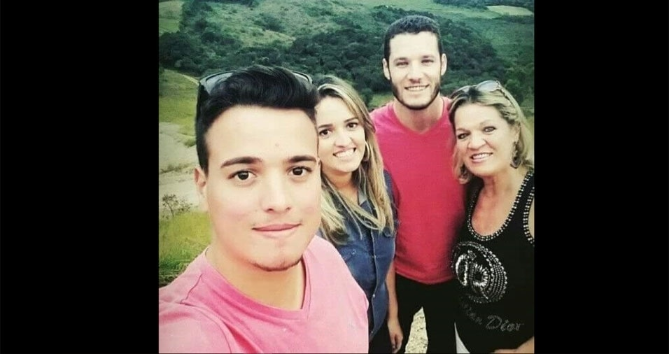 Os filhos Douglas, Lorrana e Conrado com a mamãe Consuelo, de Poços de Caldas (MG)
