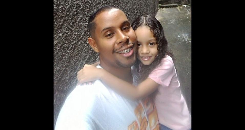 Papai Ronil e sua filha Nadja Luíza, de Simões Filho (BA)