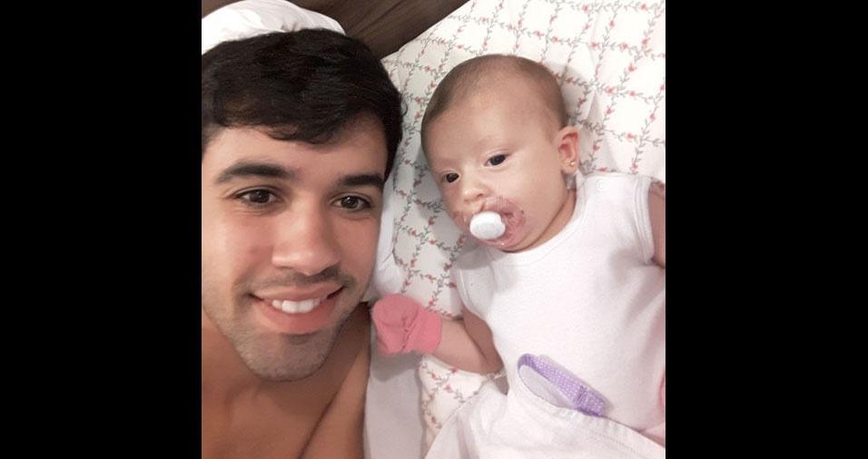 Thiago comemora o Dia dos Pais com a pequena Sophia