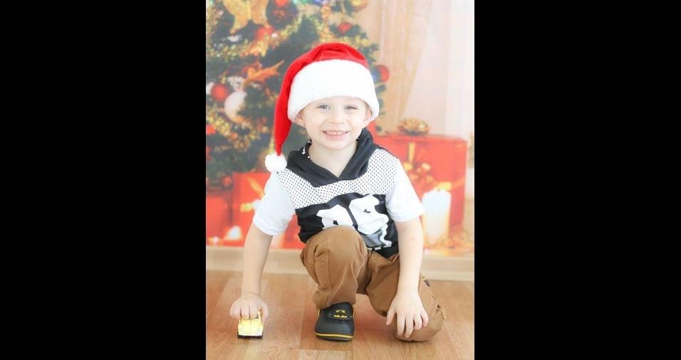 Mônica enviou foto do filho Entony, de três anos, em clima natalino