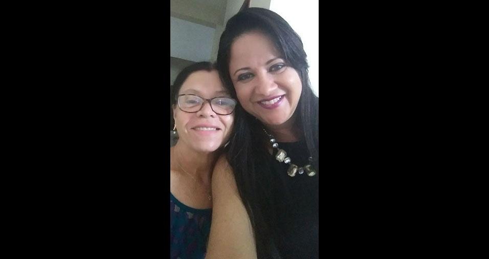 Maria José da Silva com a filha Lívia da Silva Oliveira, de Estância (SE)