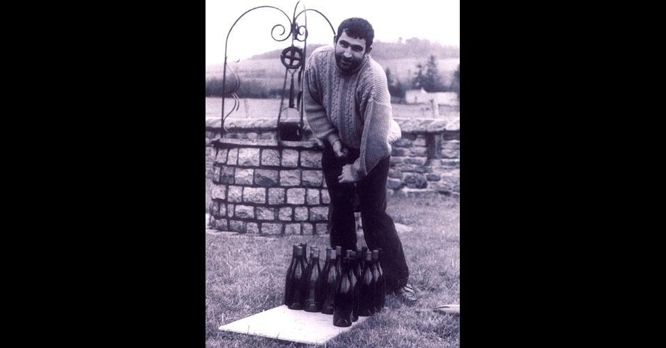 34. Alain Dorotte, da França, é dono do recorde de abertura de garrafas de vinho com sacarrolhas comum. Em 2001, ele abriu 13 garrafas em um minuto.