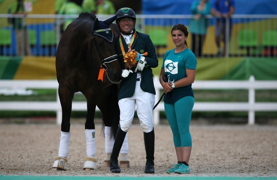 15.set.2016 - Sergio Oliva (centro) conquistou a medalha de bronze no campeonato Individual misto grau 1a do adestramento. O cavaleiro montou Coco Chanel na prova realizada no Centro Olímpico de Hipismo