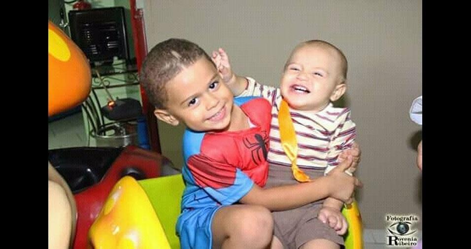 Joaquim e João Lucas, de Ipatinga (MG), em foto enviada pela mamãe Flavia Cota