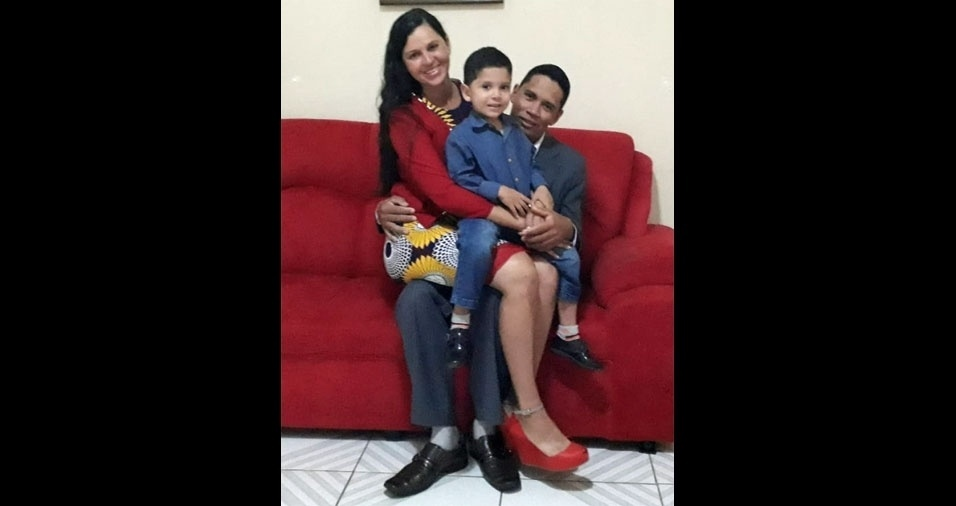 Os pais Rosenildo e Susana com o filho Phelipe Gabriel