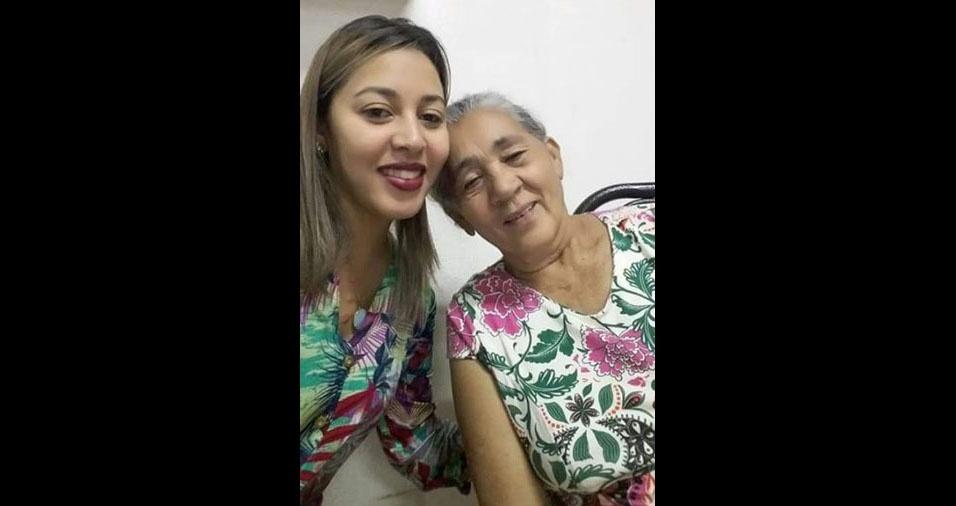 """Maria de Sousa, de Uberlândia (MG), com sua mãezinha: """"Pai mãe, guerreira e jóia do meu tesouro"""""""