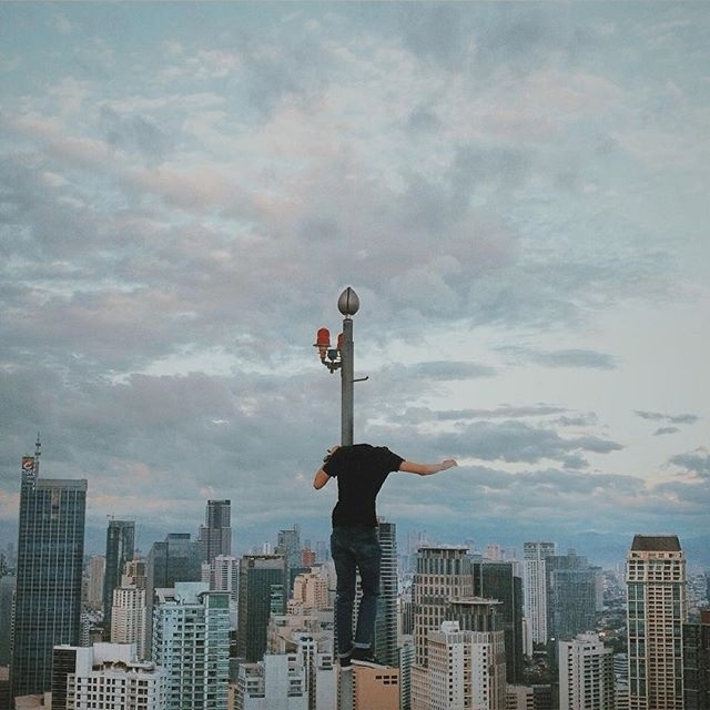 18.dez.2015 - Imagens são produzidas em diversas paisagens ao redor do mundo. Depois de fotografar, Pepe