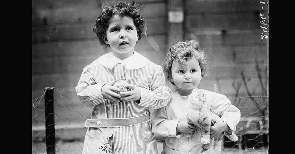 Imagem de crianças sobreviventes do naufrágio do Titanic