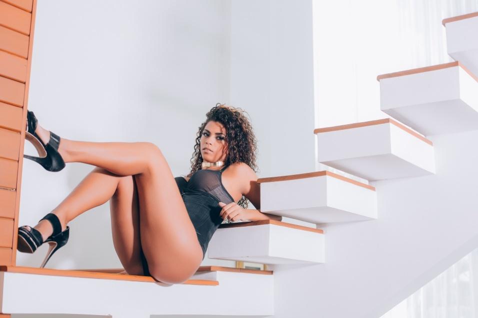 12.jan.2017 - Ana Valquíria esbanjou sensualidade no ensaio fotográfico