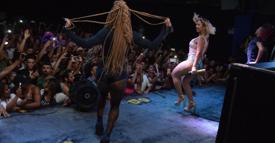 18.mar.17 - Valesca se apresenta em show em Brasília, no DF