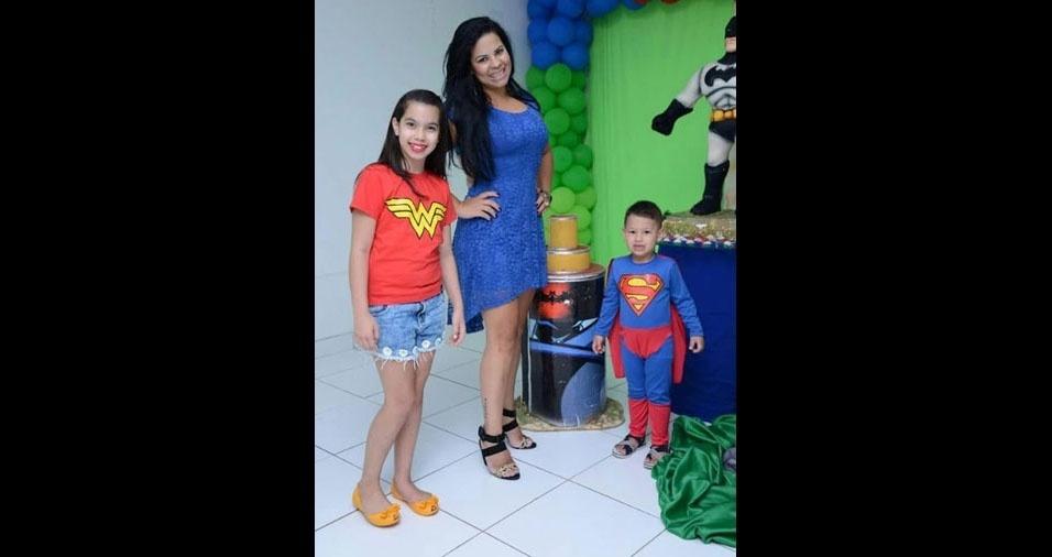 Aucilene com os filhos Lorena e Matheus, de Brasília (DF)