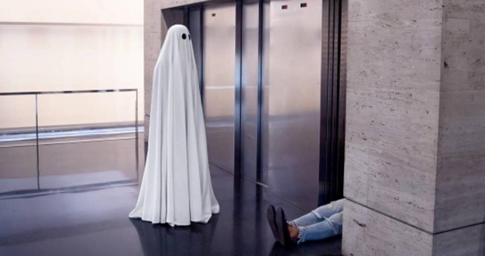 4. Claro, há sempre os momentos desagradáveis em ser um fantasma, por exemplo, as pessoas insistirem em desmaiar quando você vai entrar no elevador com elas. Nem dá tempo de comentar sobre o tempo!