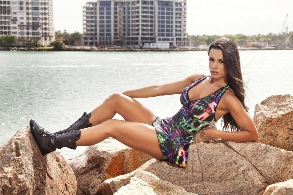5.ago.2015 - A bailarina do 'Domingão do Faustão' Fernanda D'avila realizou um ensaio sensual em Miami, nos Estados Unidos. Por meio da assessoria de imprensa, ela afirmou que vive uma luta contra a balança para não emagrecer