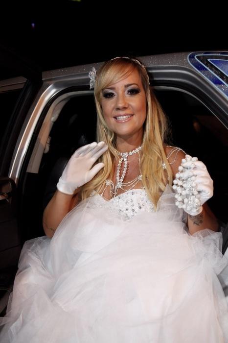 17.jan.2016 - A ex-atriz pornô e mallandrinha Vivi Fernandez se casou em São Paulo, neste domingo (17), com o tatuador Fabiano dos Santos em uma cerimônia para 50 amigos e parentes