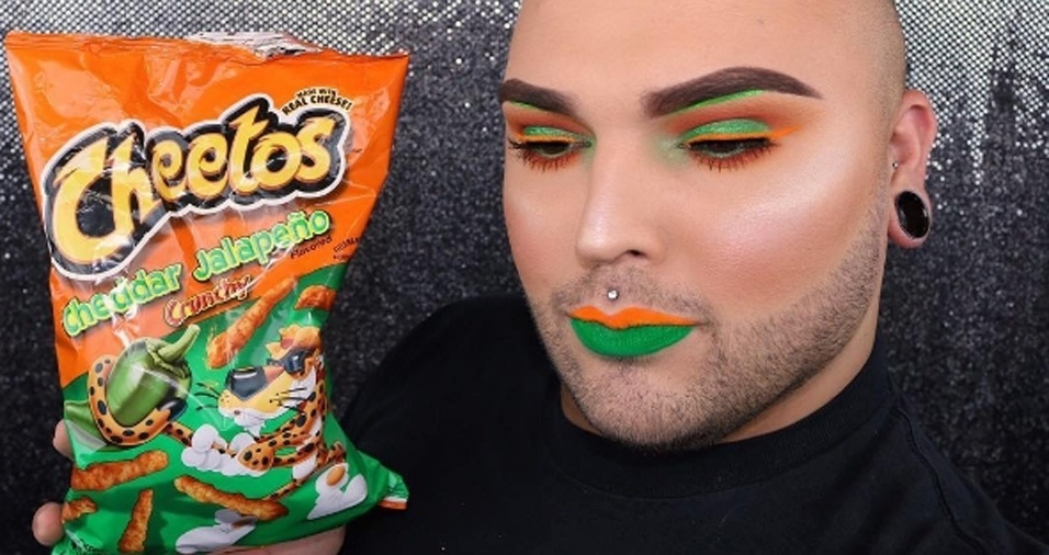 """13. Tim costuma postar as maquiagens inspiradas em guloseimas durante as sextas-feiras, ele apelidou as postagens de """"sextas da vadia gorda"""""""