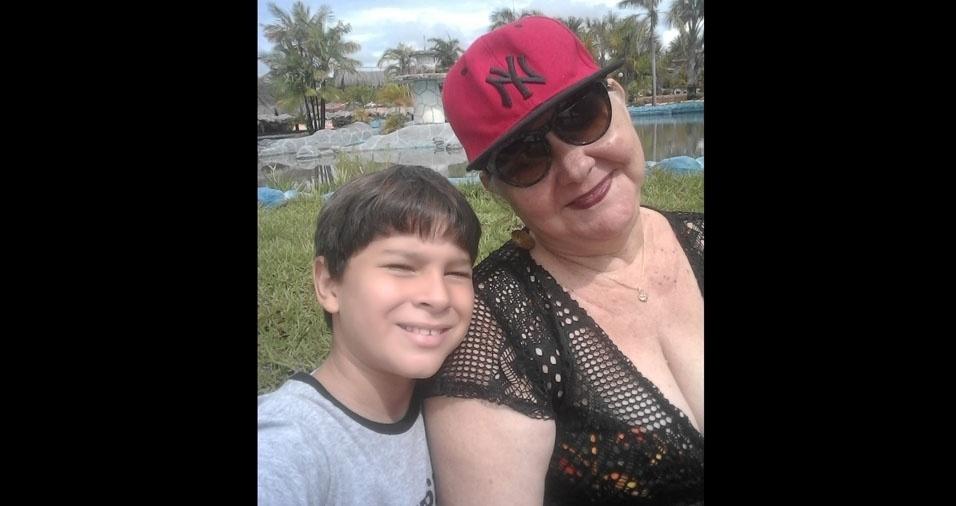 Vovó Jacila com seu neto Guilherme