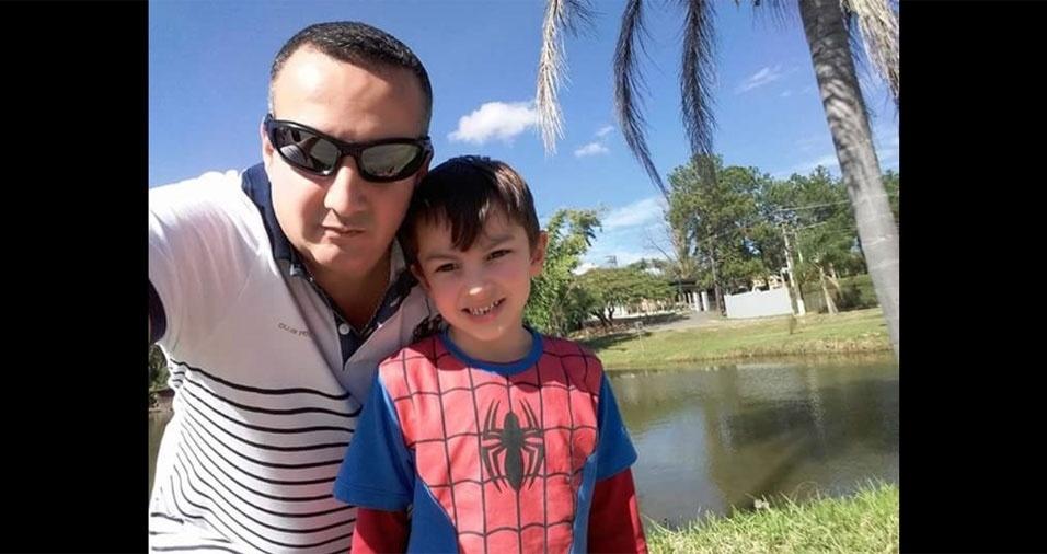 Papai Eder e o filho Enzo Brevi, de São Paulo (SP)