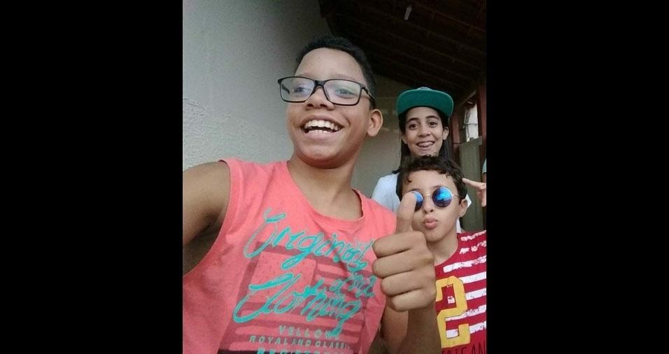 """David Felipe, 14 anos, Ana Lara, 13 anos, e João Victor, dez anos, são os filhos da Talita Ramos Cordova Santos Souza, de Teófilo Otoni (MG): """"Meus filhos,  minha vida, muito orgulhosa de vocês"""""""