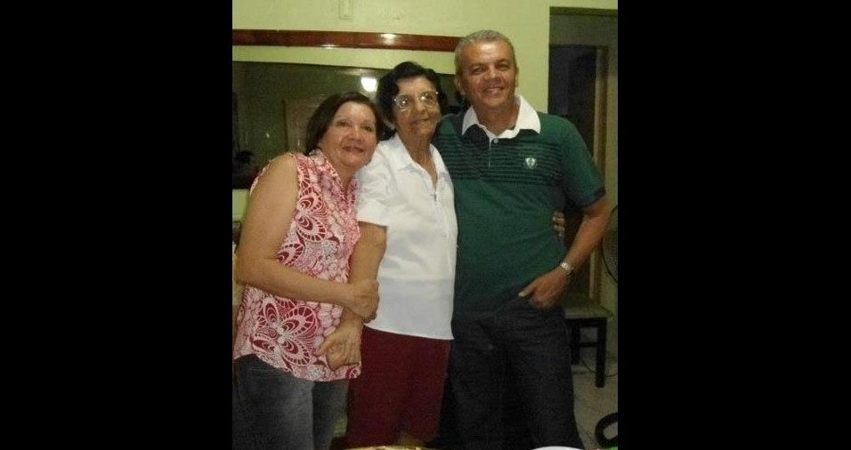 Os filhos Francisco e Maria com a mamãe Natalina, de Teresina (PI)