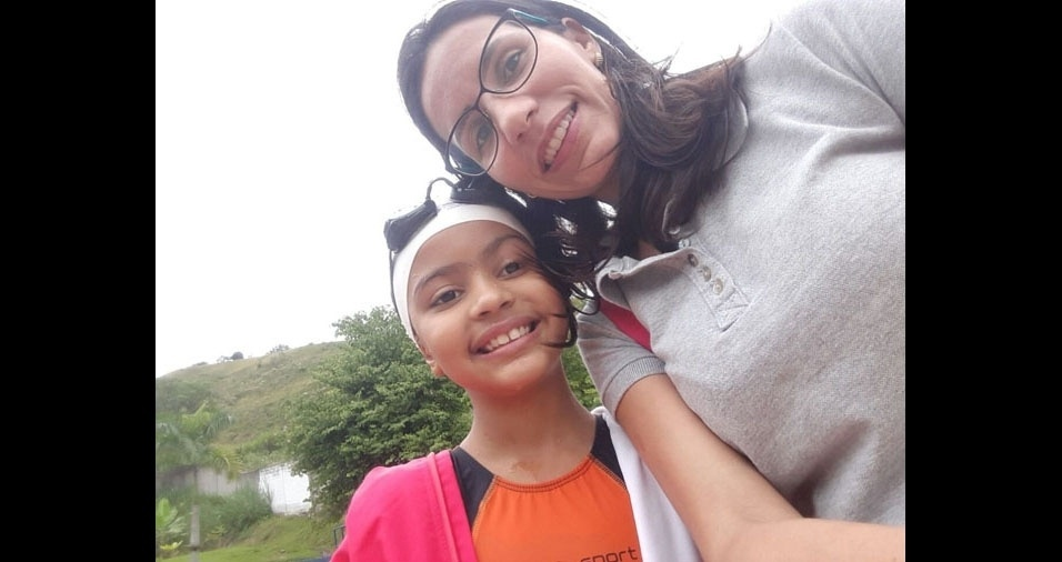 Mamãe Priscila Peixoto e sua filha futura nadadora Mayara, de Itatiaia (RJ)