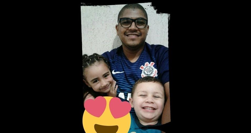 Diorge dos Santos de Lima com os filhos Júlia e Pedro, de São José dos Campos (SP)