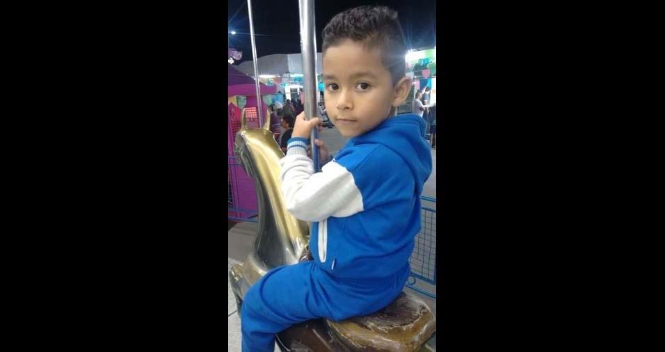 Daniele enviou foto do filho Caio, de seis anos