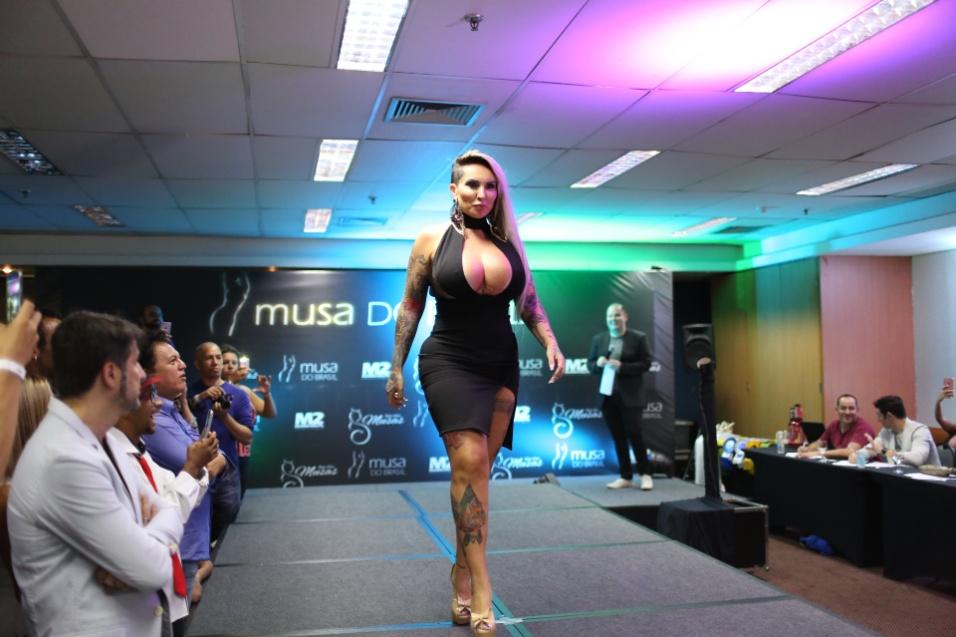 14.dez.2016 - Sabrina Boing Boing, jurada do Musa do Brasil 2016, desfila na passarela do concurso