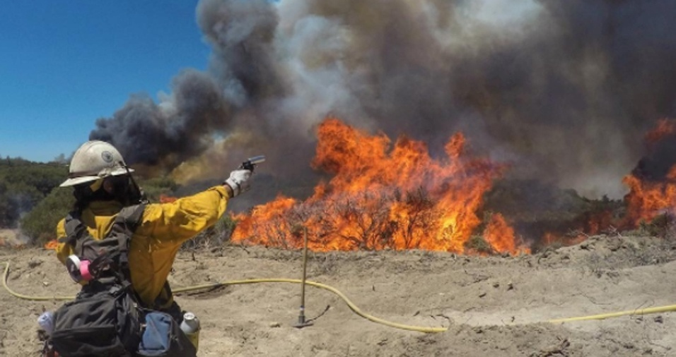 13. O verão é a estação do ano com mais incêndios a serem combatidos. Gregg costuma fazer alguns balanços de como foi para ele enfrentar cada chama e os estragos causados