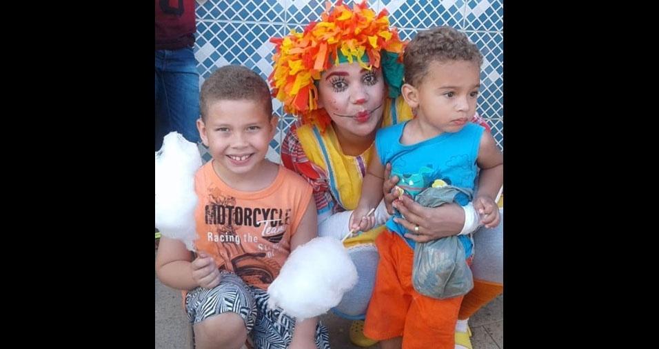 A mãe Aleika Miranda enviou foto dos filhos Benício e Nícolas, os amigos da Emília, do Sitio do Pica-Pau Amarelo
