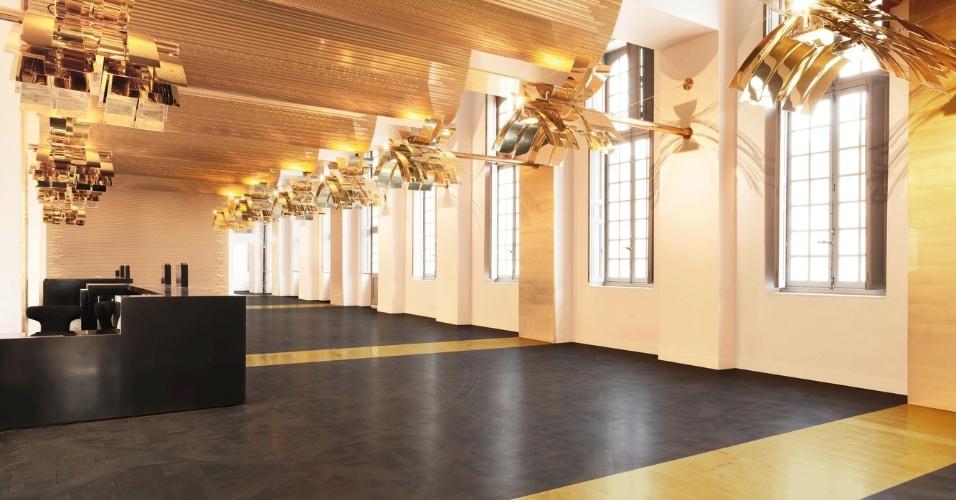 6.mar.2017 - A reforma do Pavilhão Dufour abriu dois novos espaços do Castelo de Versalhes ao público, incluindo uma nova recepção entre o pátio real e o pátio dos príncipes, além de uma nova escadaria para os jardins