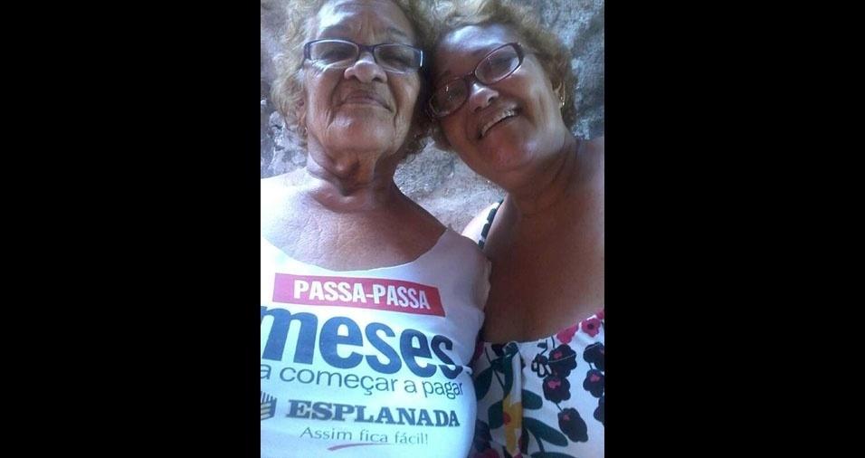 Sandra posa com a amada mãezinha Josefa Pereira Sales