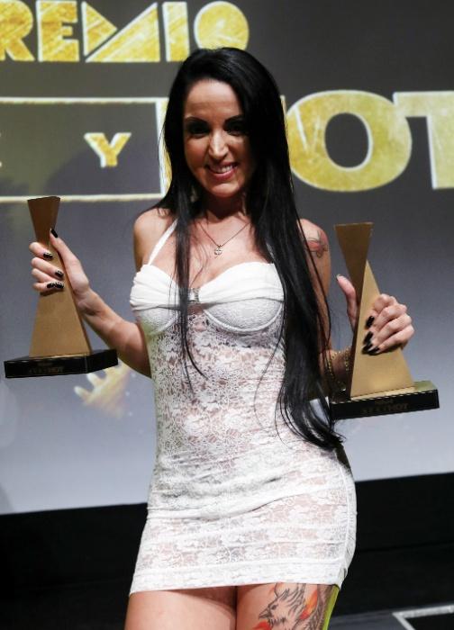 6.jun.2017 - Elisa Sanches levou os prêmios de Revelação do Ano Hétero e Melhor Cena de Sexo Anal.