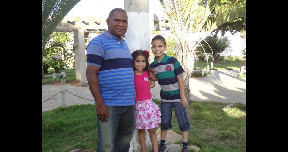 Gabriel e Gabrielle com o papai Donizete, de Januária (MG)