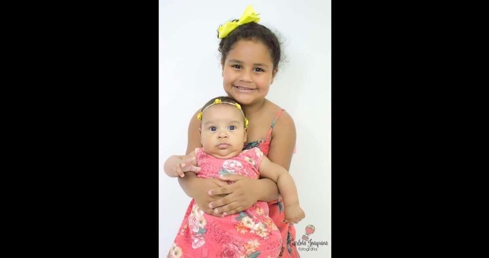 Tiago enviou foto das pequenas Elisa, de cinco meses, e Liara, de quatro anos, de Santana do Parnaíba (SP)
